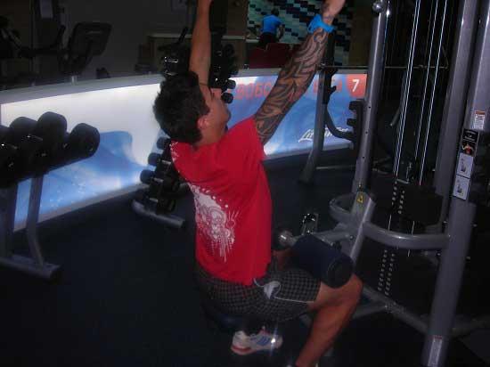 Первая тренировка в тренажерном зале. Тяга вертикального блока