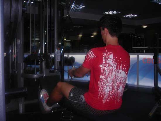 Первая тренировка в тренажерном зале. Тяга горизонтального блока